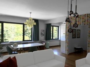 Gezellig appartement op de grens van Antwerpen en Wilrijk. Het zeer lichtrijke appartement heeft een inkomhal met veiligheidsdeur (Weber) en een ingem