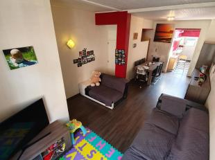 Structure<br /> <br /> Au rez-de-chaussée, nous trouvons un grand espace de vie, une cuisine équipée avec placards, un espace de rangement supplémenta