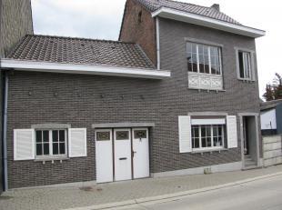 Cette maison à 3 façades sur un terrain de 300 m² se situe dans le centre de Montenaken, village campagnard dans le sud du Limbourg, sur la frontière