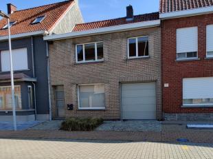 Te koop ! <br /> Rustig gelegen, instapklare woning in centrum Hooglede.<br /> Op het gelijkvloers is het ingedeeld in een inkomhal, woon-eetkamer, ke