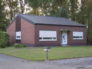 Mooie instapklare woning te koop in Viversel, pas geverfd, onmiddellijk beschikbaar. Kan opfrissing gebruiken. Mooie ruime tuin, 2 garages. Reeds gere