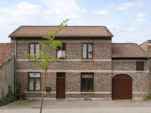 Welkom in dit karaktervol huis in de landelijke en rustige omgeving van Riemst. De woning biedt enorme mogelijkheden aan ruimte en veel lichtinval. Di