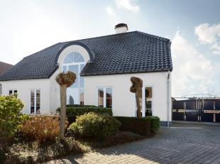 In Elen, deelgemeente van Dilsen-Stokkem en vlakbij Maaseik, kan u ons prachtig landhuis terugvinden, op een mooi perceel van ruim 20 aren. Wij geniet