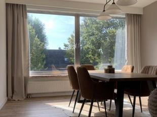 IN OPTIE In de aangename Buizegemwijk te Edegem, verkopen wij ons gerenoveerd en instapklaar appartement op de eerste verdieping van een verzorgd gebo