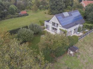 Instapklare villa met alle hedendaags comfort en aangelegde tuin op een terrein van 1662 m2 (25 x 67) in een rustige straat, in de nabijheid van de mo