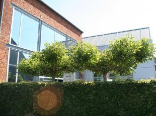 VAN EIGENAAR TE KOOP: Modern, modulair gebouw, momenteel vergund als kantoorgebouw maar leent zich perfect tot combinatie wonen-werken of enkel woonst