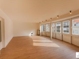 Bijzonder ruim appartement op de 2de verdieping met 3 slaapkamers te koop. De ligging is ideaal. Vlakbij station Gent-Dampoort en ander openbaar vervo