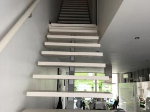 Volledig gerenoveerde woning , kan ook als handelshuis gebruikt worden.<br /> Mooie studio op de hoogste verdieping.