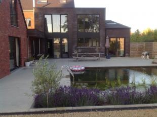 Unieke woonst gelegen op een domein van 33 are met een woonoppervlakte van 900 vierkante meter!  Deze woning is vanaf 2012 verbouwd en vernieuwd tot e