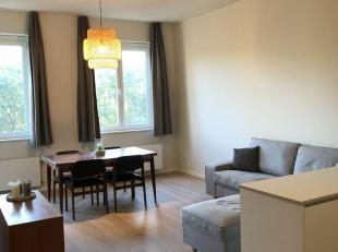 Uiterst zonnig en instapklaar appartement met 2 slaapkamers en een terras gelegen naast het geklasseerde FelixPakhuis.<br /> Via de lift bereikt men d