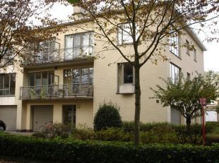Instapklaar appartement 126m² op 1ste verdieping met 2 ruime slaapkamers.<br /> Indeling:<br /> Inkomhal (parketvloer) met gastentoilet (volledig bete