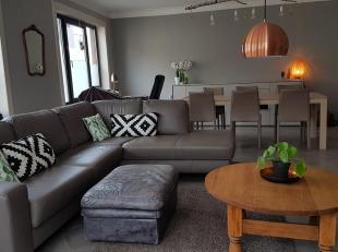 Ruim en lichtrijk appartement op 2de verdiep. Omvattende overloop met  1 slk 12,30 m2, 2de slk 12,85 m2 met aansl berging 4,85 m2 met voorziening voor
