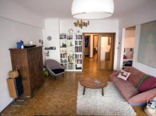 Zonnig appartement met terras in het historisch centrum van Antwerpen, nabij het eilandje. Grote living met bureau ruimte. Een zeer grote slaapkamer e