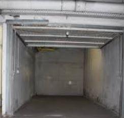 Ondergrondse garage te huur in het centrum van Genk.<br /> Mooie en droge ondergrondse afgesloten parking bereikbaar via de passage van de molenstraat