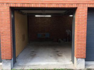 Garagebox te koop in de Galliardstraat in Wilrijk.<br /> Beschikt over geautomatiseerde poort.<br /> oppervlakte 12,5m² (5m diep en 2,5m breed)