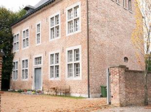 Studio in de voormalige pastorij van Sint-Truiden. Het gebouw stamt van ongeveer 1735, maar is recentelijk gerenoveerd met alle hedendaags comfort, me