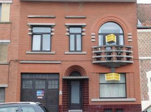- Deze goed gelegen en ruime woning wordt verkocht zonder tussenkomst van een makelaar, zodat u als koper al snel € 10.000 uitspaart. - Bezoek is alle
