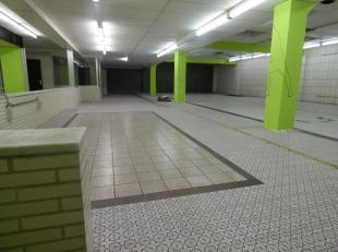 Handelsruimte 330 m² Centraal gelegen.<br /> met sanitair blok geschikt voor vele doeleinden zoals: stock (werk) ruimte,<br /> welness, kiné, kantoorr