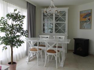 IN OPTIE tot 15/12.<br /> Knusse en lichtrijke flat voor vakantie of vast verblijf.<br /> In kleine residentie (geen lift - geen syndic). 2de verdiepi