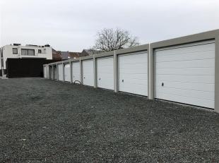 Nieuwbouw garage te Sint-Gillis bij Dendermonde<br /> Achter dit project worden 10 prefabgarages in beton (uw kant-en-klare garage) | reeds 90% VERKOC