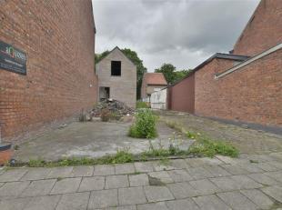 Projectgrond te Dendermonde (St-Gillis). Deze te slopen woning is gelegen op een perceel van 2a 57ca voor het realiseren meergezinswoningen/appartemen