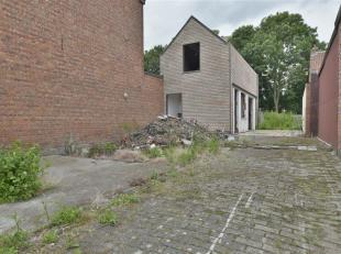 Te slopen woning te Dendermonde (St-Gillis). Deze woning is gelegen op een perceel van 2a 57ca voor het realiseren van een nieuwbouw woning, meergezin