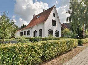 Karaktervolle vrijstaande woning te St-Gillis bij Dendermonde. Deze villa is gelegen op een perceel van 9are en heeft een bewoonbare oppervlakte van 2