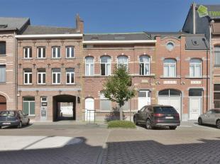 Unieke opbrengsteigendom in het hartje van Dendermonde Deze eigendom is gelegen op de Emiel van Winckellaan te Dendermonde met zijn centrale ligging,