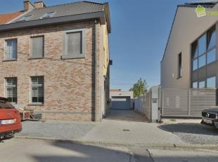 Een instapklare Half-open woning te Baasrode. Deze rustig gelegen woning heeft een grondoppervlakte van 2a92ca en een grote bewoonbare oppervlakte van