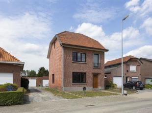 Voor een betaalbare som koopt u hier een open bebouwing met voldoende grond, losstaande garage en uitbreidingsmogelijkheden. Met meer dan 11 are grond