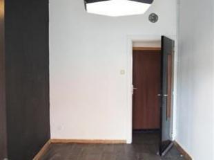 Immeuble de rapport idéalement situé à Jumet et composé d'un studio et d'un appartement. ==>Le studio de +/- 30M²