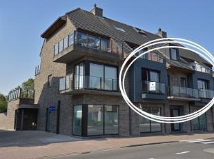 Goed gelegen instapklaar appartement met terras en 2 slaapkamers. Indeling: aparte inkom met afzonderlijk toilet, ruime living met open keuken - volle