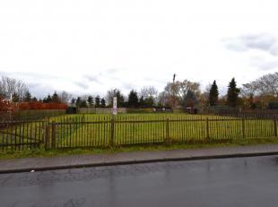 Bouwgrond (+- 804 m²) op residentiële ligging te Knesselare.Door groen omgeven bouwgrond (+-804m²) nabij het centrum van Knesselare. De