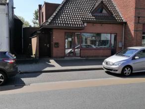Halfopen woning of handels eigendom nabij het centrum van Retie. ( voorheen kinderopvang 'Kikoentje') Indeling: Gelijkvloers: Kitchenette, gang in ach