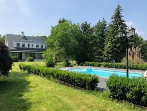 Gerenoveerde villa met 3 slaapkamers en zwembad en bijgebouw op ca. 3247 m2 grond. Deze vernieuwde villa werd in 2011 volledig onder handen genomen. D
