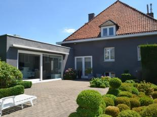 U bent op zoek naar een ruime villa, vol zicht op de tuin en bijgebouw (poolhouse of bbq house) dan zal deze eigendom u ongetwijfeld als muziek in de