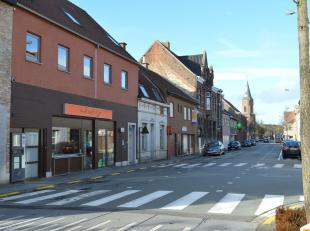 Deze recente bakkerij gecombineerd met woonst is gelegen in het hart van Gullegem gekenmerkt door zijn sterke commerciële ligging. Een modern en