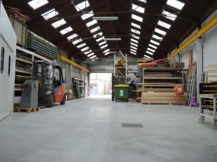 Een zeer mooie opslagruimte in het hart van Zwevegem met heel wat vierkante meters en mogelijkheden. Het magazijn telt maar liefst 660 m².<br />