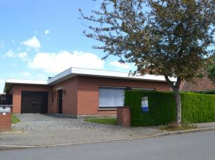 Deze alleenstaande gelijkvloerse villa geniet van heel wat troeven en een sterke ligging.<br /> Gelegen in een residentiële buurt te Kortrijk met