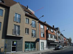 Dit verzorgde en volledig instapklare appartement op de derde verdieping bevindt zich pal in het centrum van Gullegem, vlakbij de kerk en winkels.<br