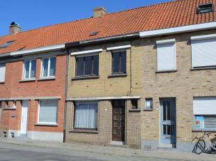 Op te frissen gezinswoning met vlotte bereikbaarheid vlakbij het centrum van Gullegem en dichtbij belangrijke invalswegen.<br /> De woning beschikt ov