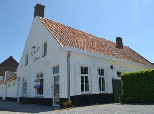 Karakteristieke eigendom met schitterende commerciële ligging tegen het centrum van Gullegem.<br /> Tot voor kort was dit pand ingericht als rest