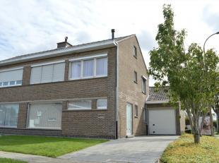Deze aangename en ruime hoekwoning met zeer rustige ligging en toch vlakbij het centrum van Kuurne, biedt de nieuwe eigenaar heel wat troeven.<br /> U