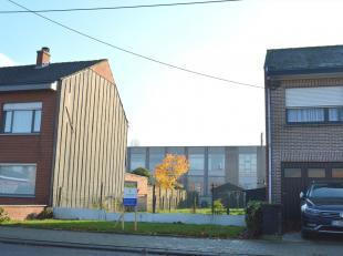 Geschikt voor gesloten bebouwing, perceelbreedte van 9 meter, 2 volledige bouwlagen + hellend dak, zonder bouwverplichting.<br /> Vlakbij scholen, win