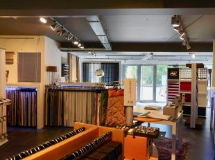 Leemans Immobilien vous propose ce rez-de-chaussée commercial à Schepdaal. L'espace commercial a une superficie utilisable de 100 m&sup2