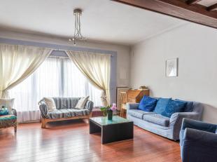 Leemans Immobiliën biedt u deze Bel-étage woning in centrum Anderlecht. Het betreft een ééngezinswoning welke opgedeeld is w