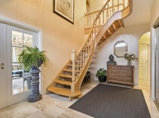 LEEMANS IMMOBILIEN biedt u deze prachtige villa met warm interieur, gelegen in een rustige residentiële wijk te Schepdaal (Dilbeek), op ca 10 min