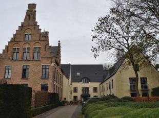 Assistentiewoning met dienstverlening en parmanentie. Gelegen nabij het centrum van Brugge, openbaar vervoer, bank, winkels, grootwarenhuis, apotheek