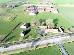 Hoeve met rustiek karakter, te renoveren of geschikt als bouwlocatie.<br /> <br /> Deze hoeve is gelegen in de gemeente Aartrijke, vlakbij het centrum