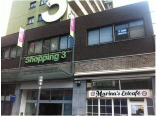 Zeer ruim pand-kantoorruimte, ideaal voor dienstensector in Shopping 3, gelegen aan het nieuwe stadsplein, met ingang via de shoppinggalerij of via da
